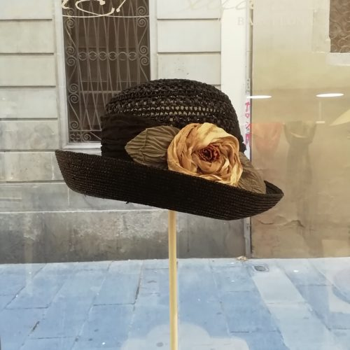 Handmade hat by Grevi. Black cloche '20, medium brim with natural silk flower