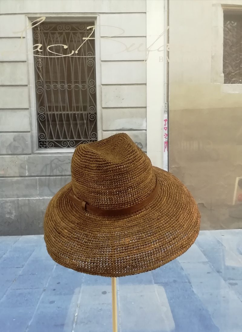 Safary hat by Ibeliv. Handmade in dark natural raphia with leather band. Foldable hat