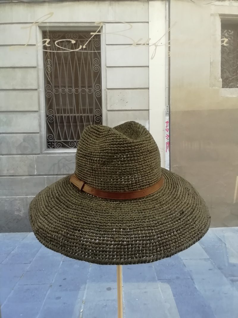 Safary hat by Ibeliv. Handmade in grey raphia with leather band. Foldable hat