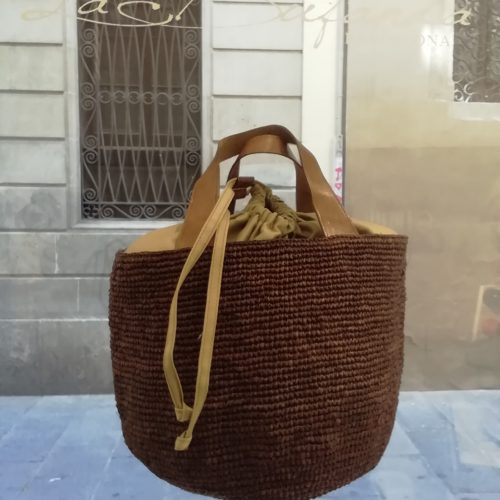 Bucket bag by Ibeliv. Handmade in natural raphia and brown colours
