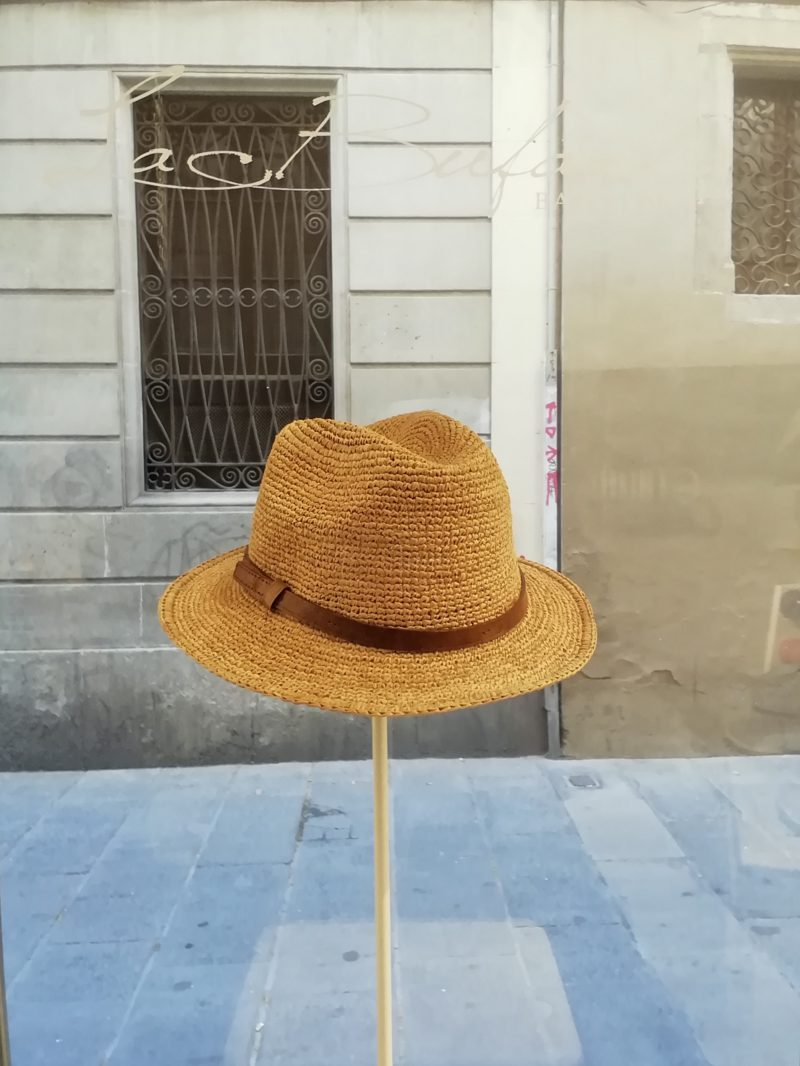 Fedora hat by Ibeliv. Handmade in red raphia with leather band. Foldable hat