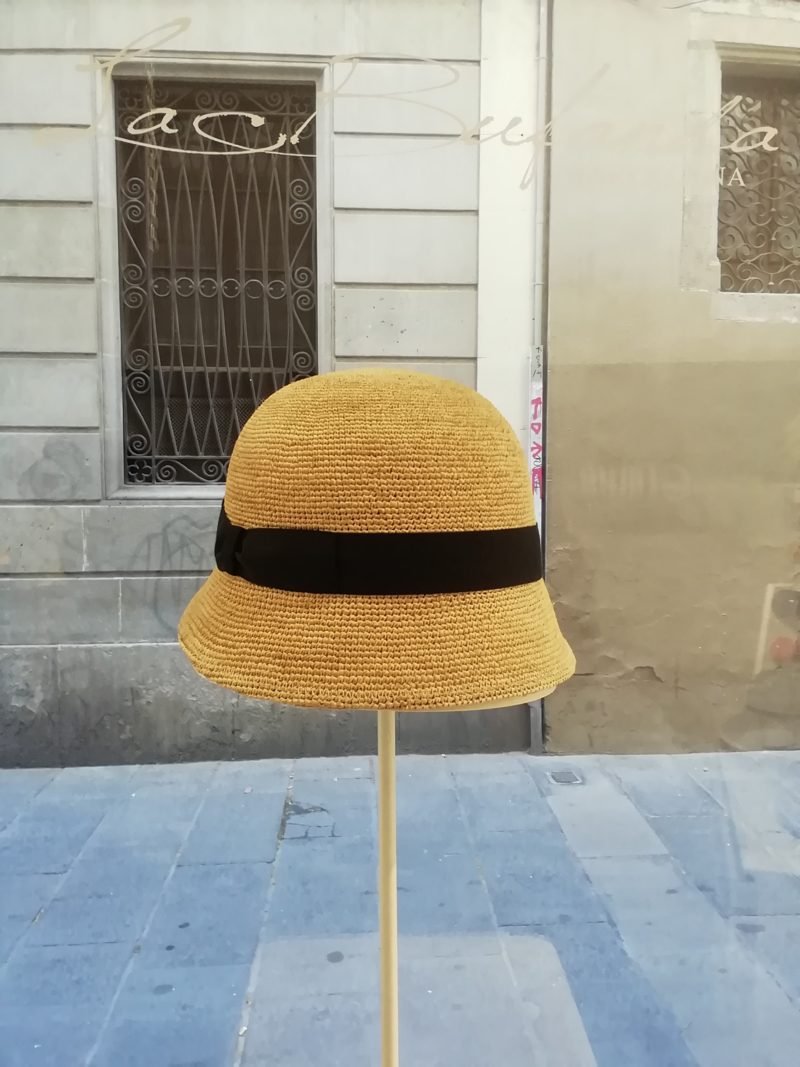 Cloche hat. Natural hemp with cream band. Foldable hat