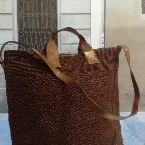 Shoulder bag by Ibeliv. Handmade in natural raphia colour brown. Extrasize