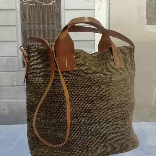 Shoulder bag by Ibeliv. Handmade in natural raphia colour grey