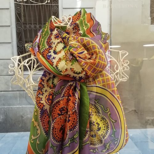 Silk scarf. La Bufanda design. Arabesque style and lilac datail