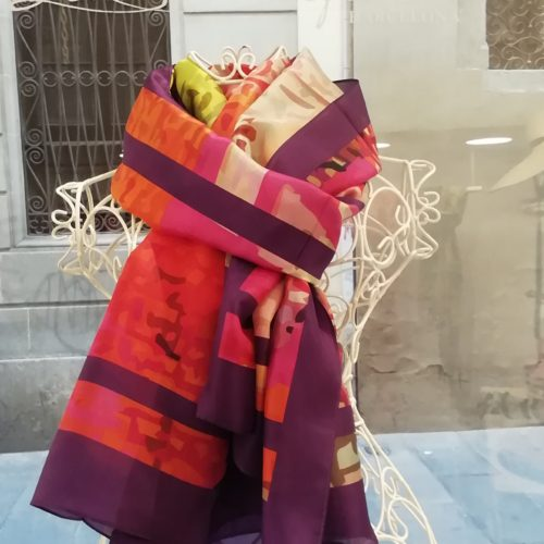 Silk scarf. La Bufanda design. Multicolor purple datail