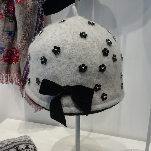 cloche-hat-grey-velvet-handmade-lechapeau
